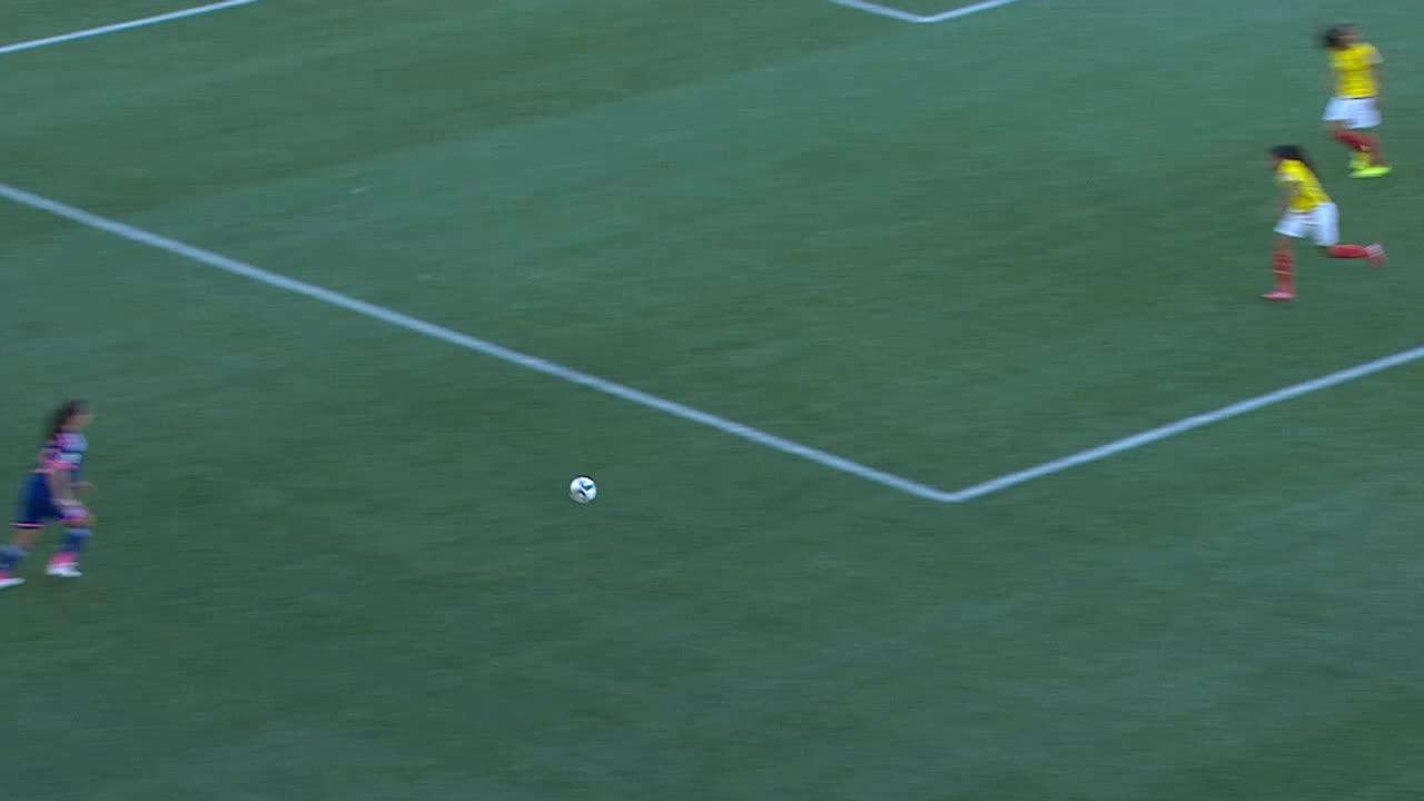 鮫島彩(JPN)のクロスを相手DFがクリア。そのこぼれ球を有吉佐織(J... LEGENDSST